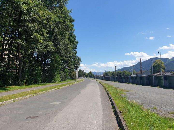 Ulica Pri železnici.