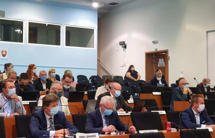 Momentka zo zasadnutia krajského parlamentu.
