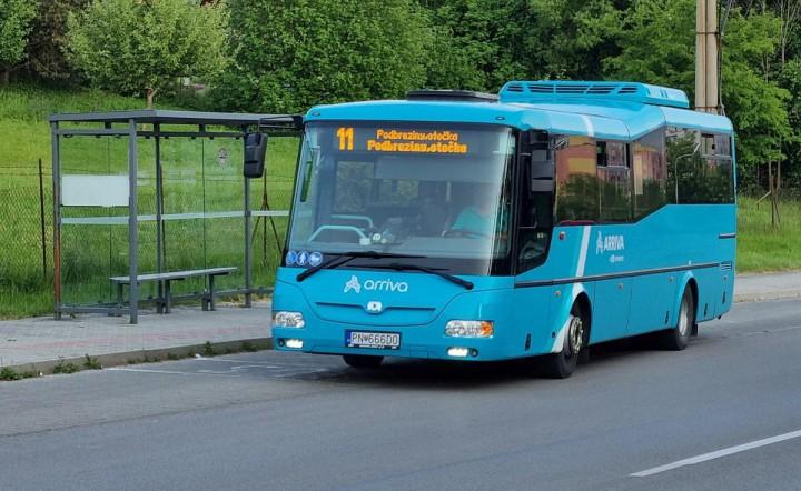 Autobus na sídlisku Podbreziny.