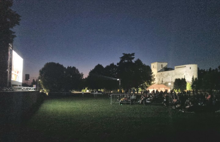 Letné kino na Lúke pod Skalkou.